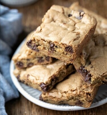 V Chocolate Chip Cookie Bars