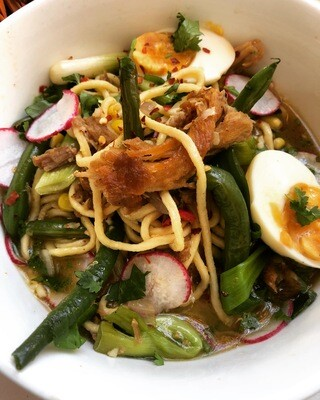 Pork Braise Noodle Bowl w/ GreeenBeans, Peppers, Egg, Scallion & Radish
