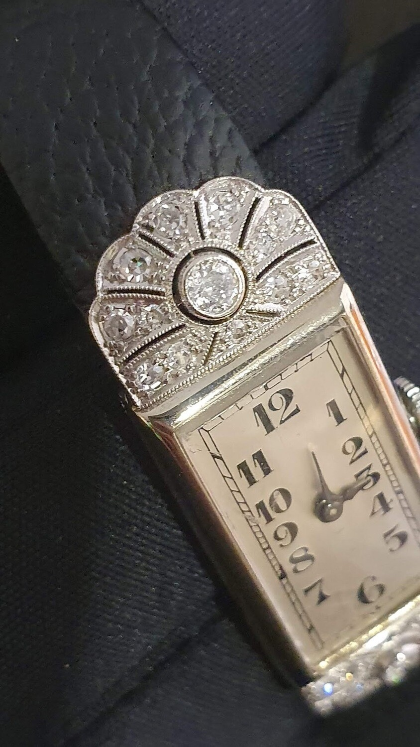 Montre mécanique dame de 1910.  26 diamants LONGINES vintage.