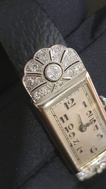 Montre mécanique dame de 1910.  26 diamants LONGINES vintage.
