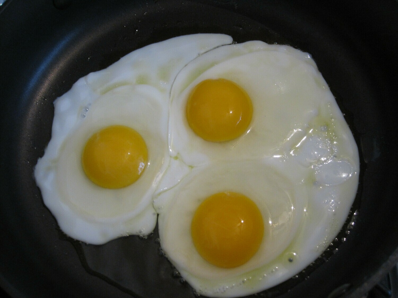 3 Sunny side up eggs ,2 Sausage & Salad