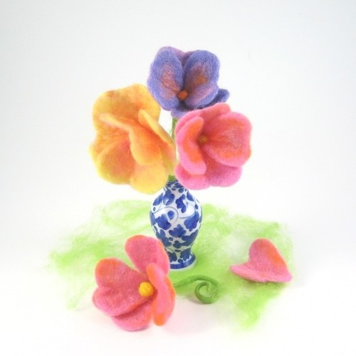 Wet Felted Heart Flowers Kit
