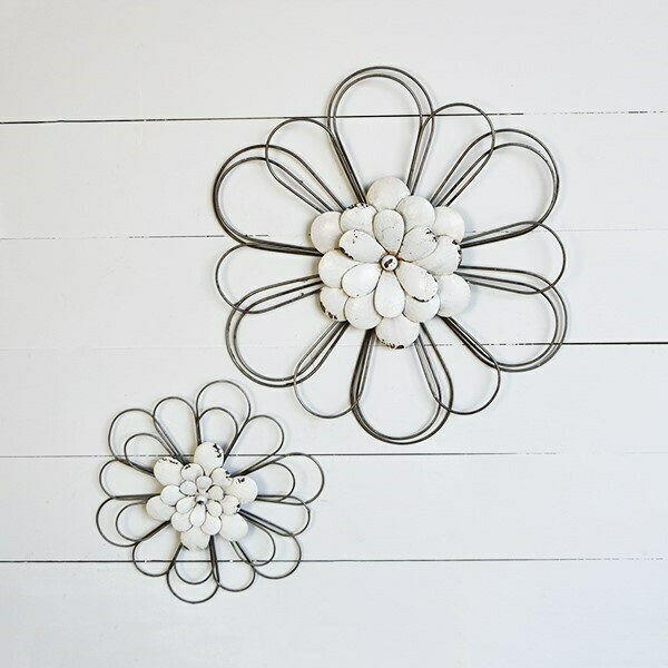 Set of 2 white wall flowers