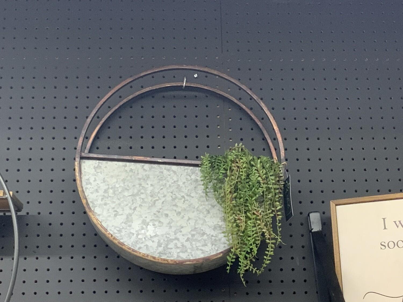 Metal wall planter