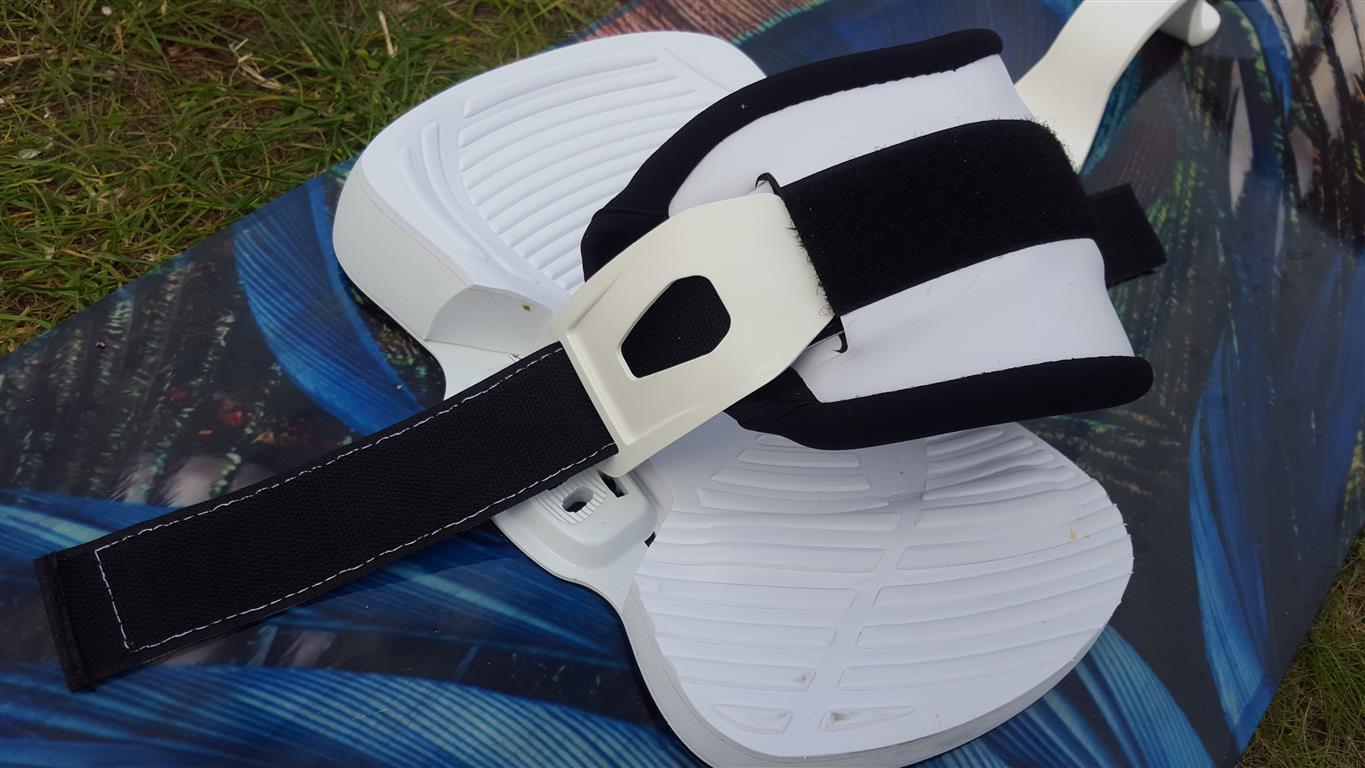 Straps, pads and handle