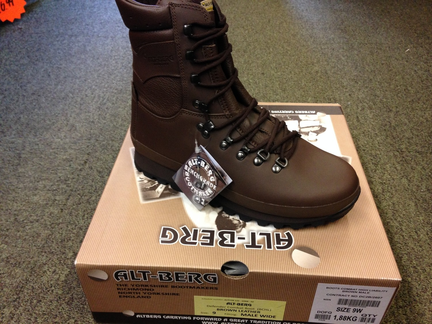 New Altberg Defender Boots Size 8m Mens