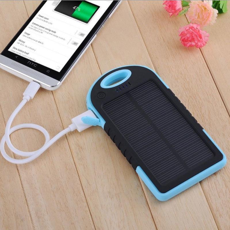 accessoires smartphones - chargeur solaire et powerbank