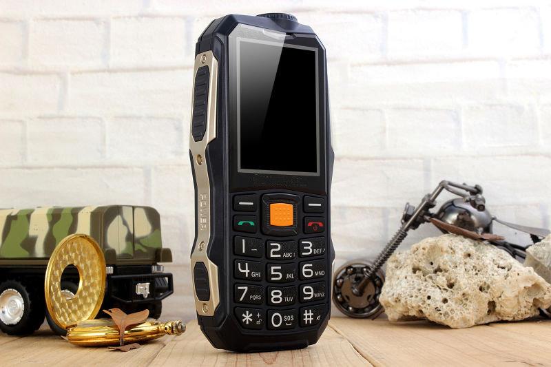 Telephone Blinde D9000+ avec fonction powerbank 13800mAh 11