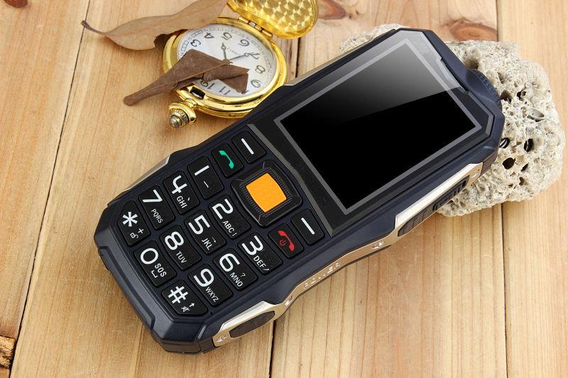 Telephone Blinde D9000+ avec fonction powerbank 13800mAh 12