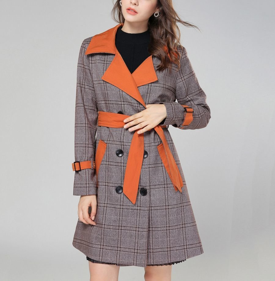 Plaid Coat with Contrasting Lining