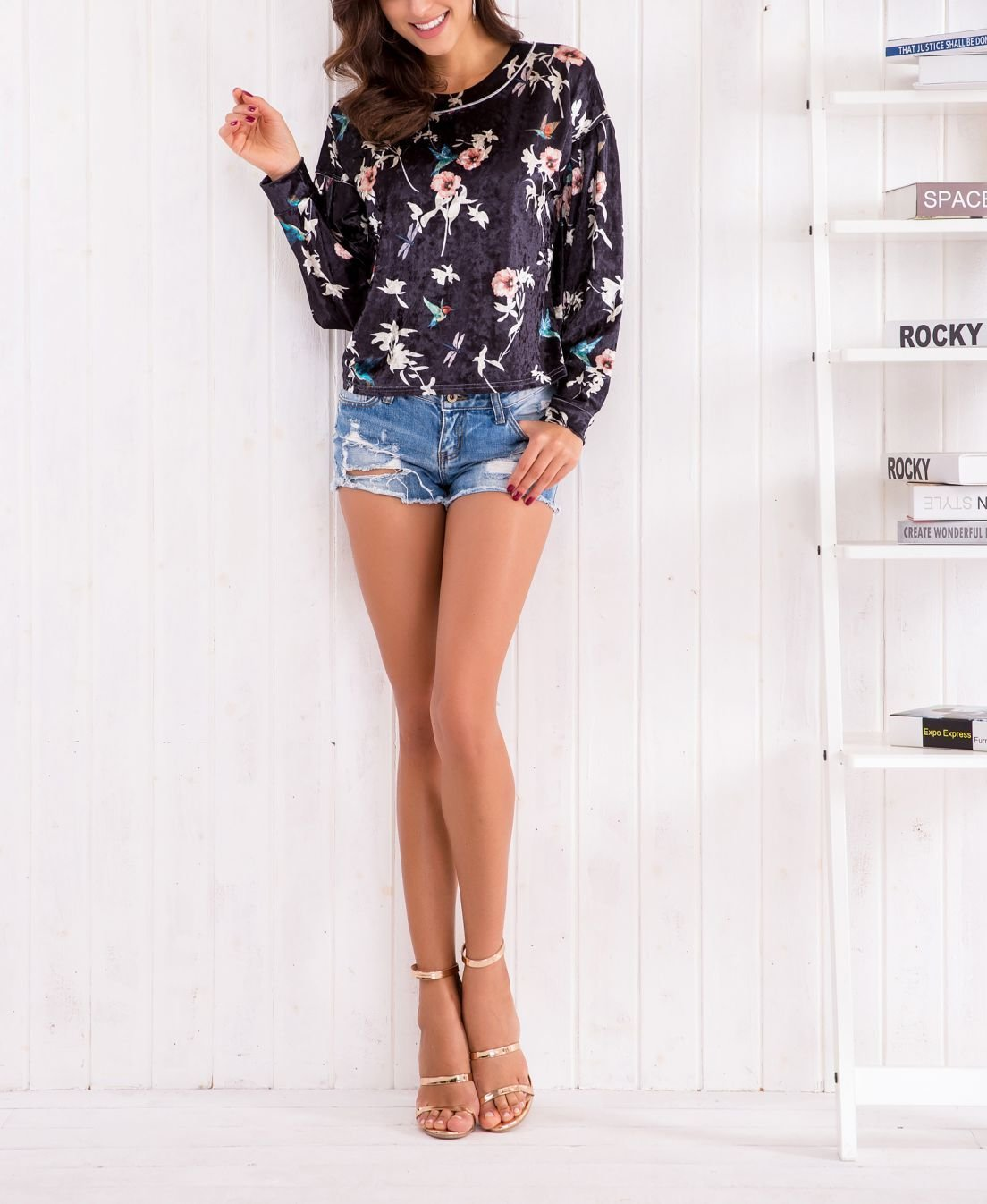 Crop Top Blouse with Scoop Neck and Long Sleeves