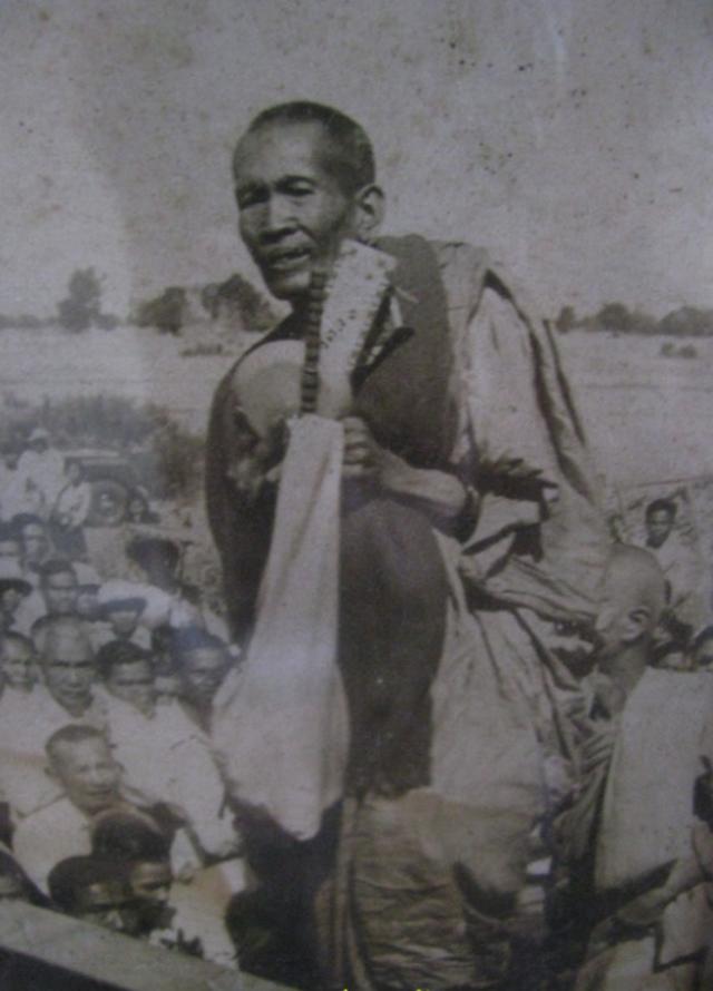 Luang Por Opasi Mendicant Monk