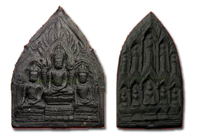 2517 BE Munlaniti Edition amulets - Pra Tri Gaay and Pra Baramee Sip Tat