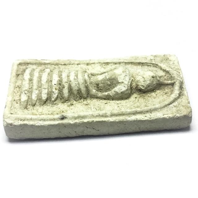 Pra Somdej Dtua Hnon Maggot shaped dais Buddha Amulet
