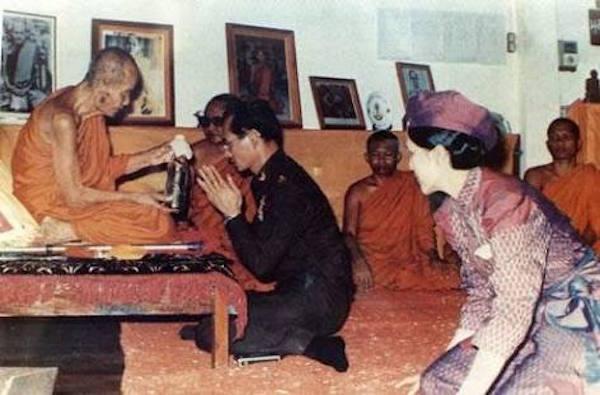 His Majesty visits Luang Phu Doon