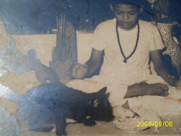 Ajarn Chum Chai Kiree as a child enchanting cats and mice