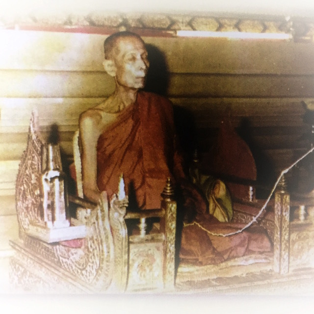 Luang Phu To Wat Pradoo Chimplee performing Nang Prok Meditation for Empowerment of Amulets