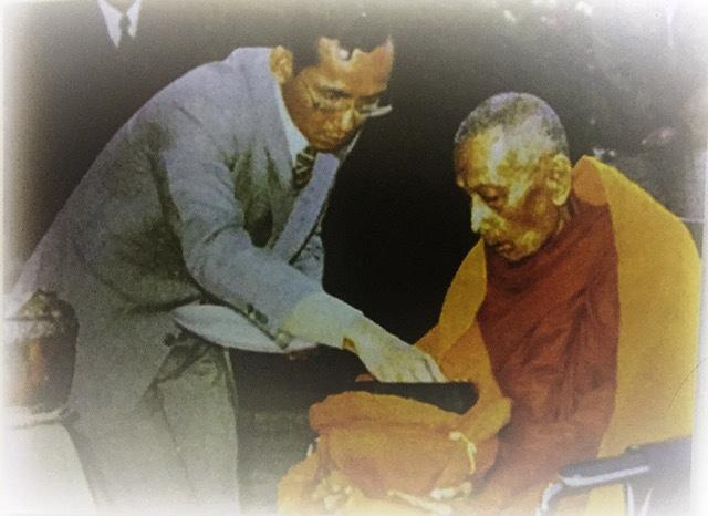 Luang Phu To Wat Pradoo Chimplee with His Majesty the King Bhumipol Adulyadej