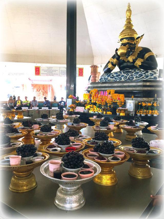 Pra Rahu Statue at Wat Srisa Tong