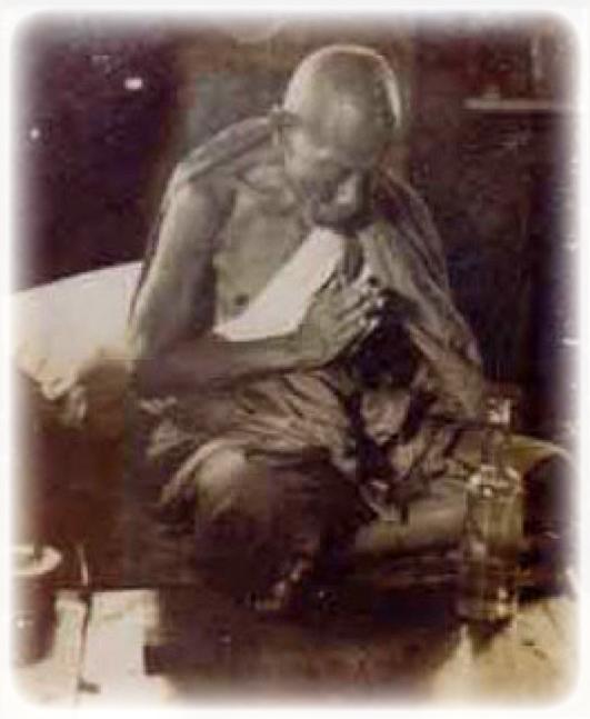 Luang Por Jong praying