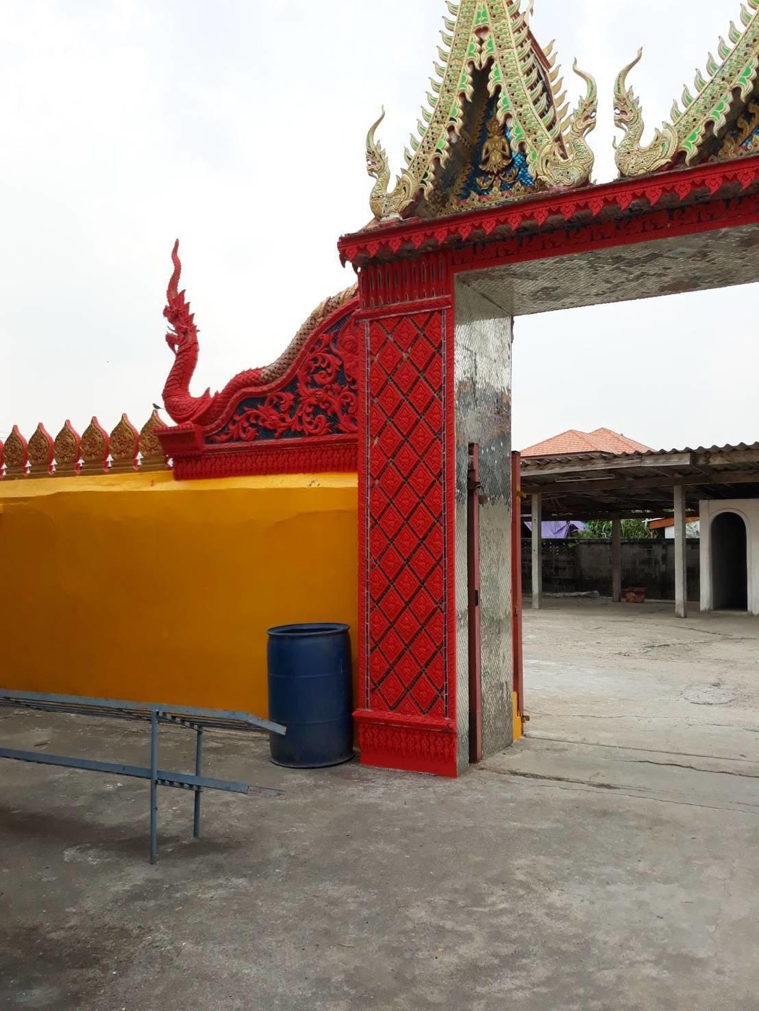 Decoration of the Sum Pratu Wat Mae Ya temple entrance archway