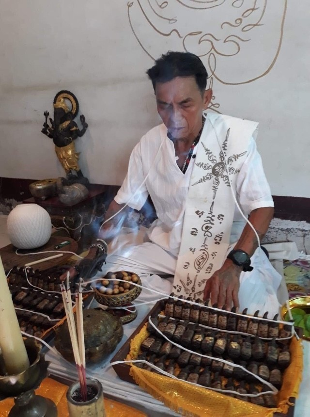Ajarn Dom Hnan Wongs blessing Pra Ngang and other amulets