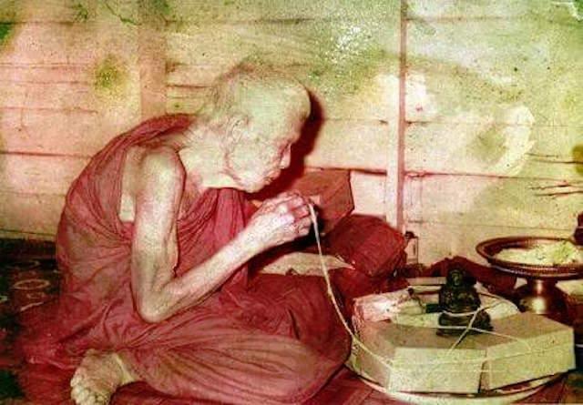 Luang Phu Kroo Ba Ban Porangsri Wat Mae Ya