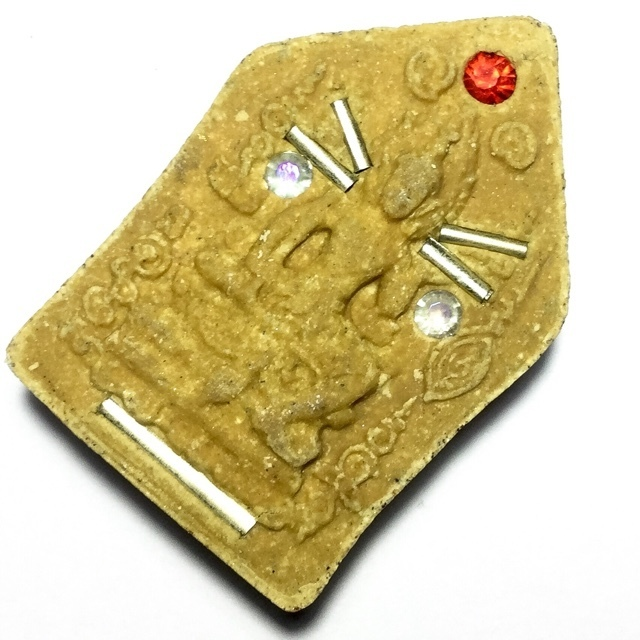 The Paetch Payatorn on rear face is surrounded by Sacred Na for Maha Sanaeh and Metta Maha Niyom