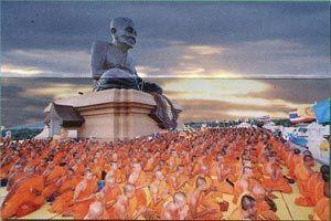 Luang Phu Tuad giant statue Wat Huay Mongkol