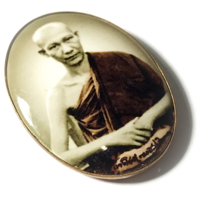 The front face of the locket features the image if the Great Luang Por Kasem Khemago