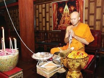 Luang Por Chamnan Praying