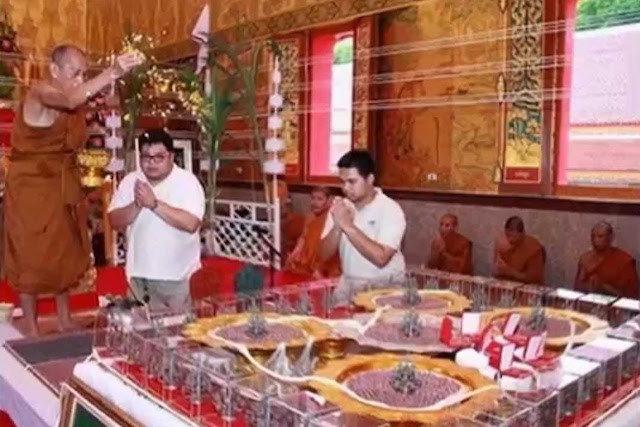 Luang Phu Bproeng Wat Tham Pru Takian Blessing Amulets