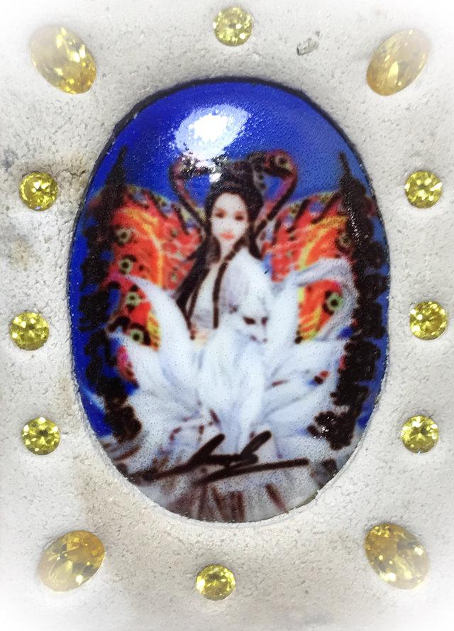 Nang Jing Jork Gao Hang Nine Tailed Fox Prai Deva locket in rear face of Taep Jamlaeng Butterfly King Amulet