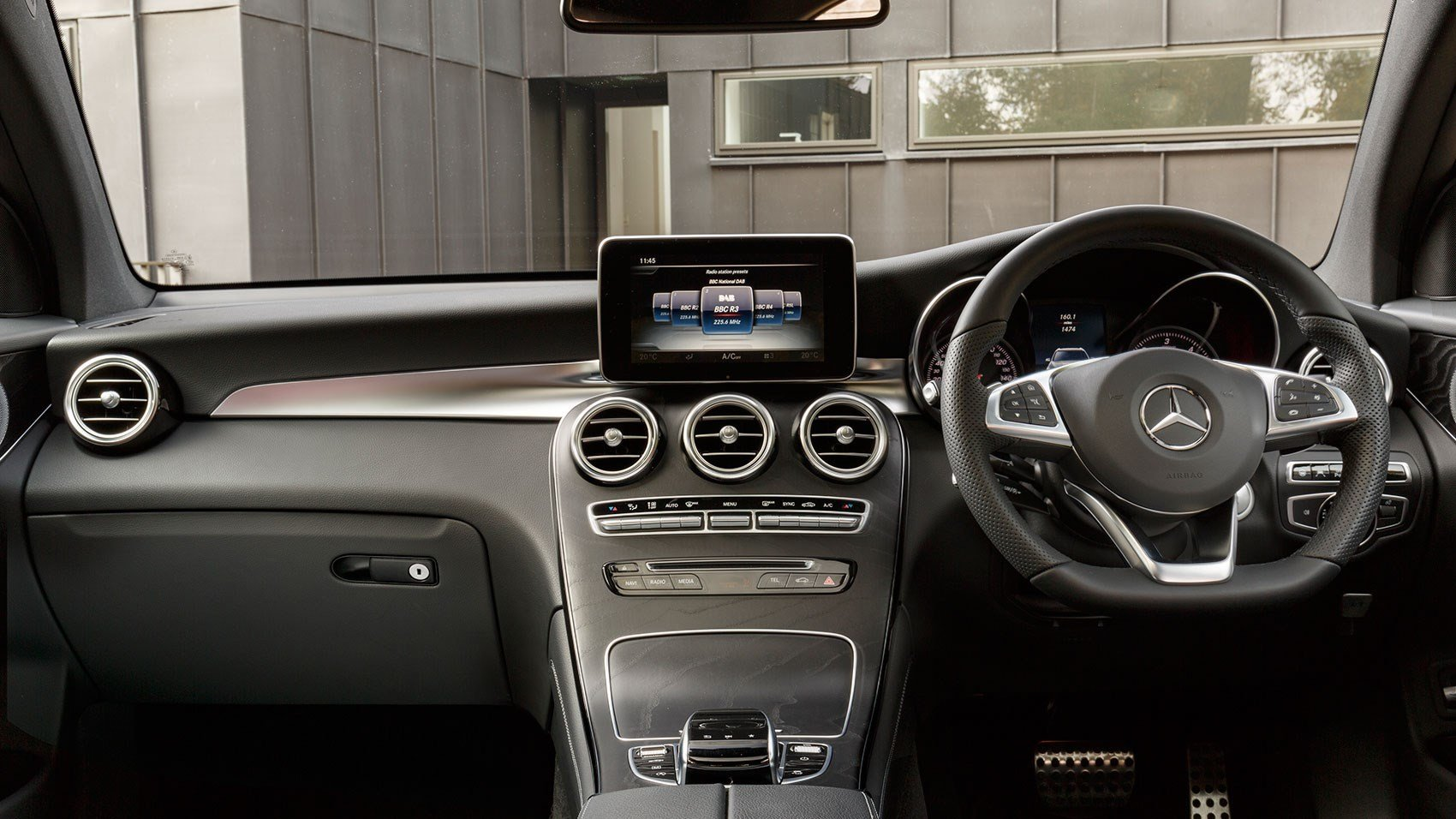 W205 C-Class Mercedes Benz Audio20 / NTG 5 0 AUX sound retrofit Kit
