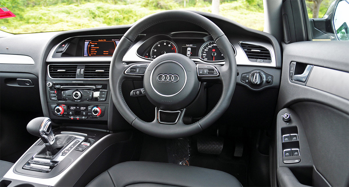 Apple CarPlay with Factory dial control to suit Audi A5 8T with 3G