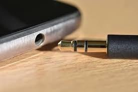 Standard 3.5mm headphone port and jack
