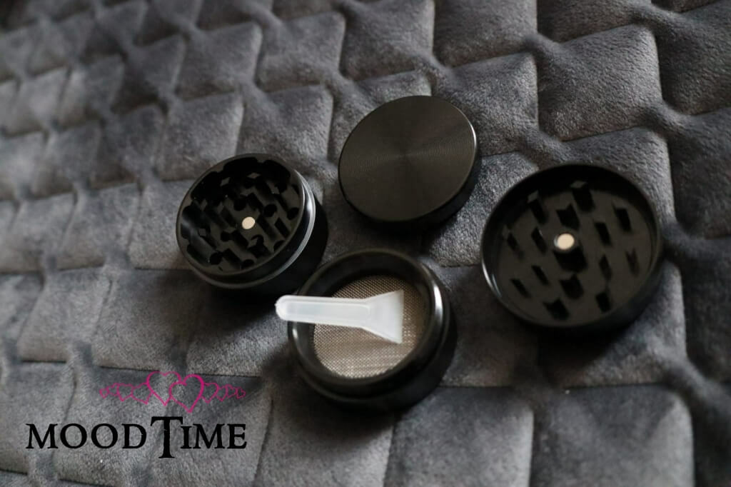 40mm 4 Part Zinc Alloy Tobacco Weed Grinder - Shiny Silver