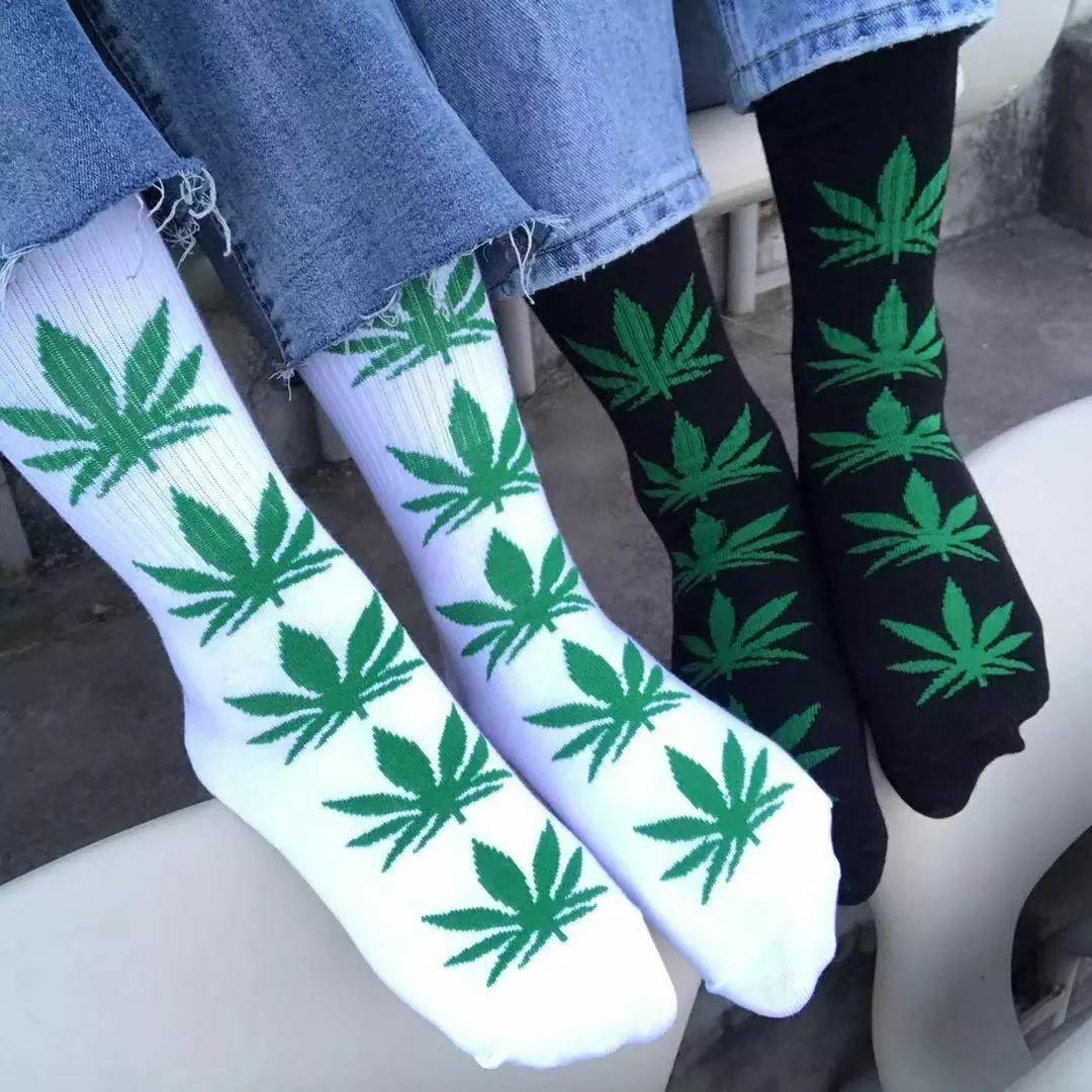 Streetwear Cannabis Weed Leaf Design Socks | moodTime