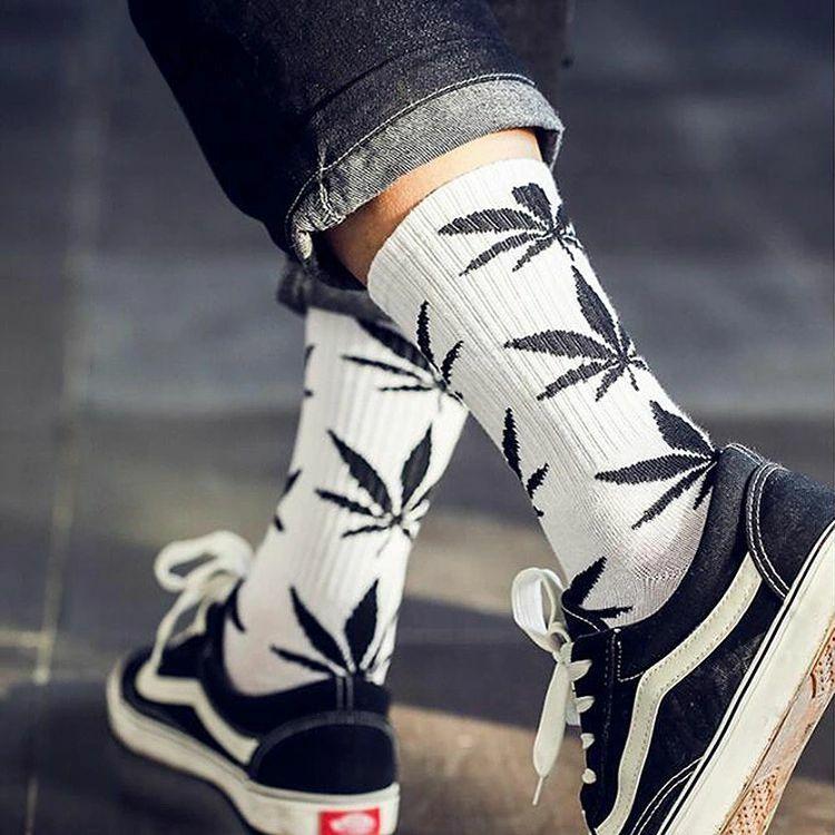 Streetwear Cannabis Weed Leaf Design Socks 2 | moodTime