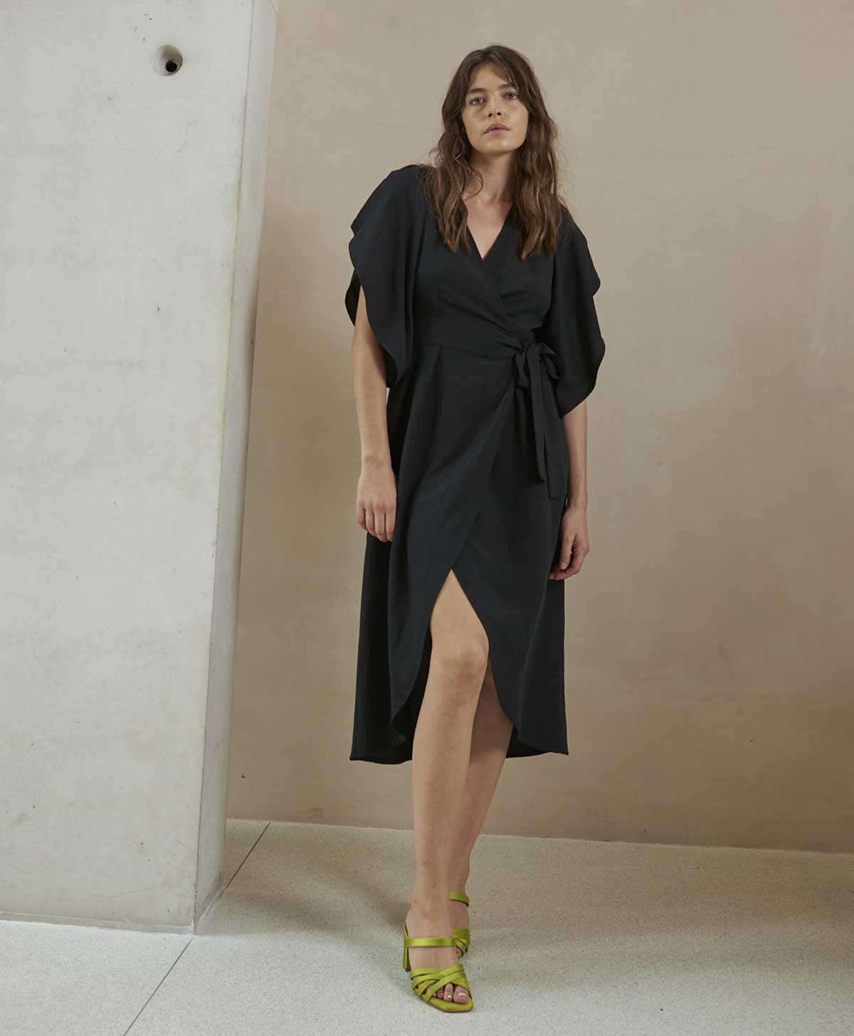 Black viscose and linen wrap dress MOMONI | Dresses | MODR0260990