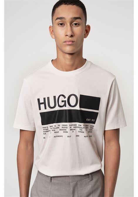 Dangri T-shirt con stampa del manifesto del marchio in cotone africano HUGO | T-shirt | 50438623268