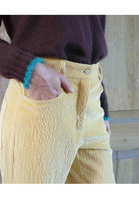 Pantalone in velluto a coste stretch giallo canarino MOMONI | Pantaloni | MOPA0140240