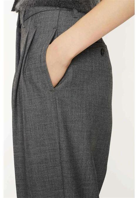 Pantalone vita alta con pinces in viscosa elasticizzata ATTIC AND BARN | Pantaloni | ATPA0040931