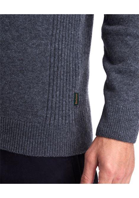 Maglione in lana d'agnello con zip e patch Barbour BARBOUR | Maglieria | MKN0837GY53