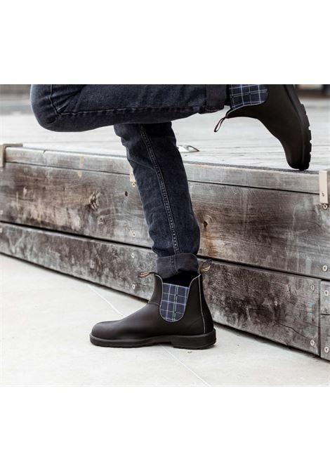 Stivaletto Chelsea in pelle nera con elastico in tartan navy BLUNDSTONE | Stivaletti | 2102 BC2102