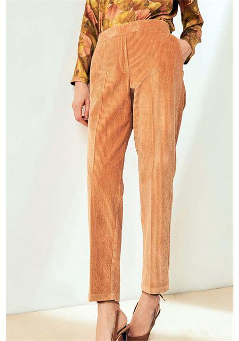 Pantalone a sigaretta in velluto stretch MOMONI | Pantaloni | MOPA0060400