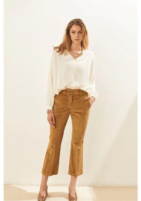 Pantalone flare crop in velluto stretch MOMONI | Pantaloni | MOPA0080635