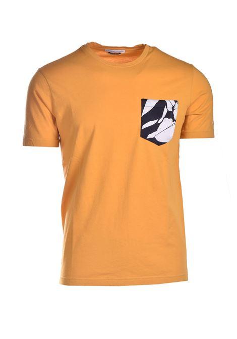 T-shirt  in cotone con taschino fiorito DANIELE ALESSANDRINI | T-shirt | M7483E6434100113