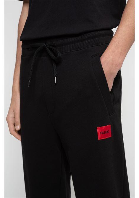 Pantaloni della tuta in cotone con toppa con logo rossa HUGO | Pantaloni | 50447963001