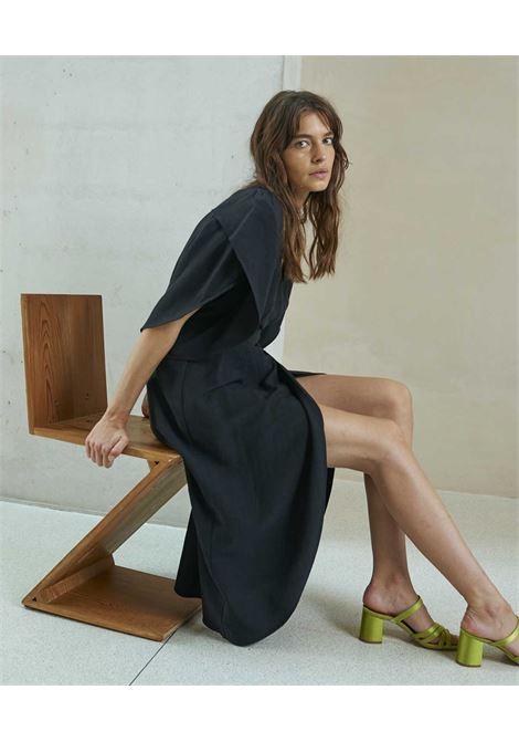 Vestito a portafoglio in viscosa e lino nero MOMONI | Vestiti | MODR0260990